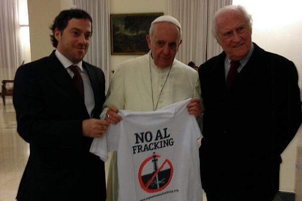 pope-with-antifrack-tshirt