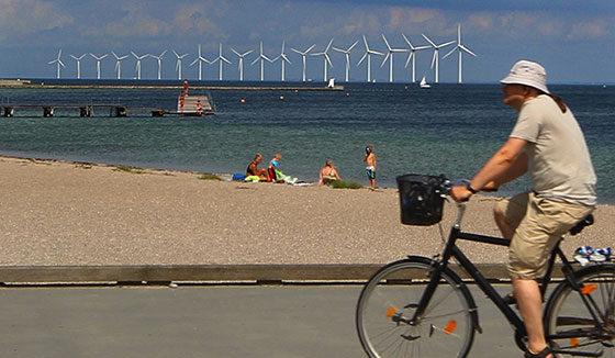 IMG_3248cyclist-windfarm560